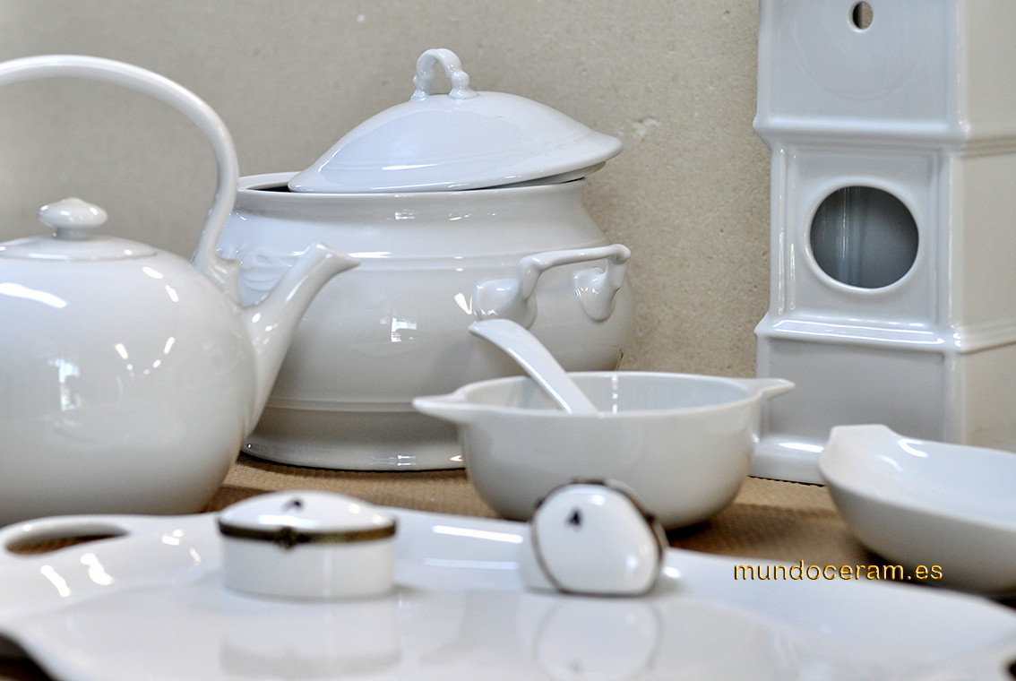Pieza en bizcocho y fino porcelana for Bizcochos de ceramica